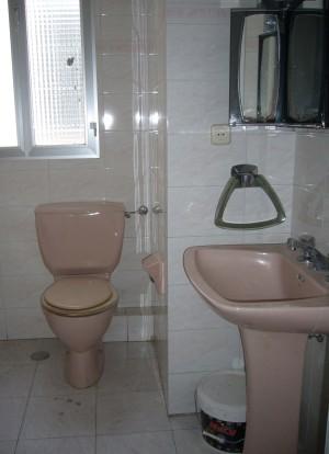 Alt= baño sin reformar reforma vivienda